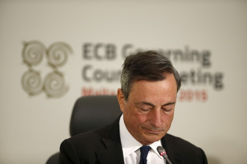 © Reuters.  Draghi indicates that the ECB has had no discussion of interest rate hikes
