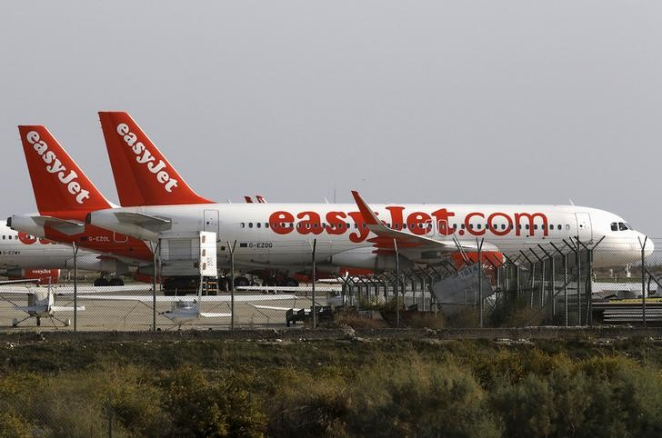 © Reuters.  RPT-UPDATE 2-EasyJet muscles in on long-haul passengers with new connecting service