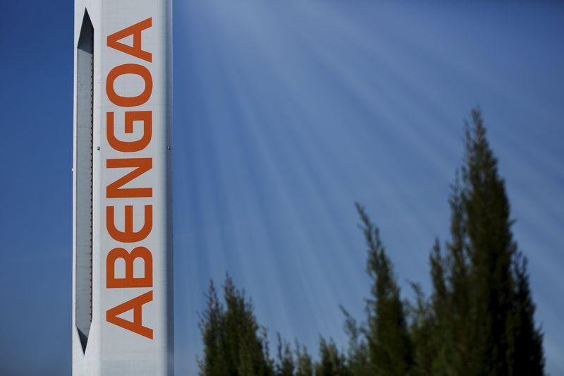 © Reuters.  Abengoa convoca a los bonistas con 750 millones de deuda emitida en R.Unido