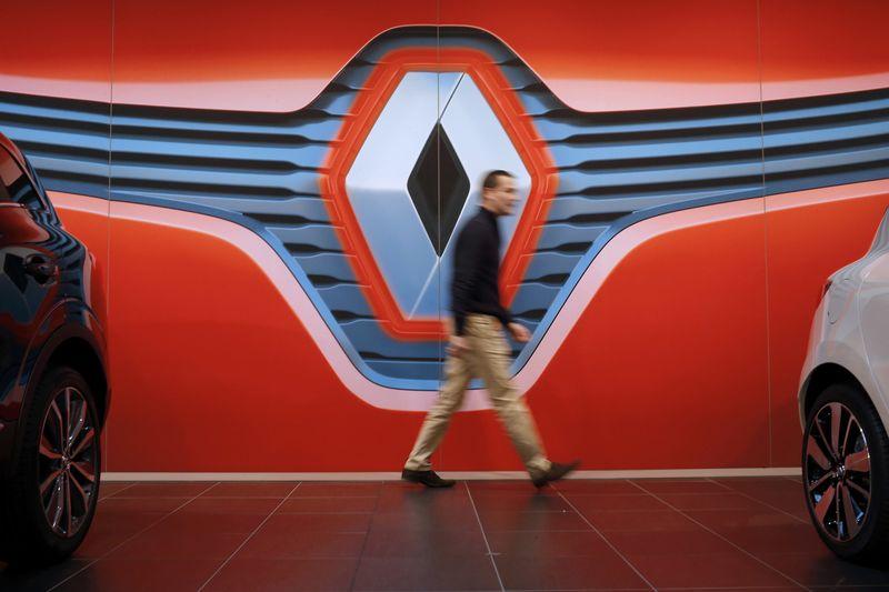 Stocks européens mixtes;  Renault s'effondre