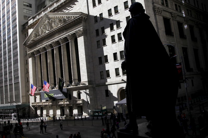 © Reuters. U.S. stocks higher at close of trade; Dow Jones Industrial Average up 0.92%