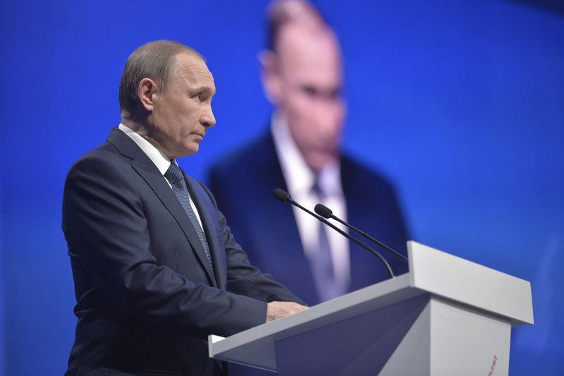 © Reuters.  Импортное ПО создает много рисков, надо переходить на отечественное - Путин