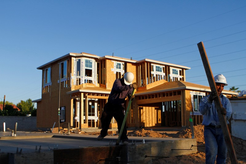 © Reuters.  U.S. housing starts race to 12-year high in August