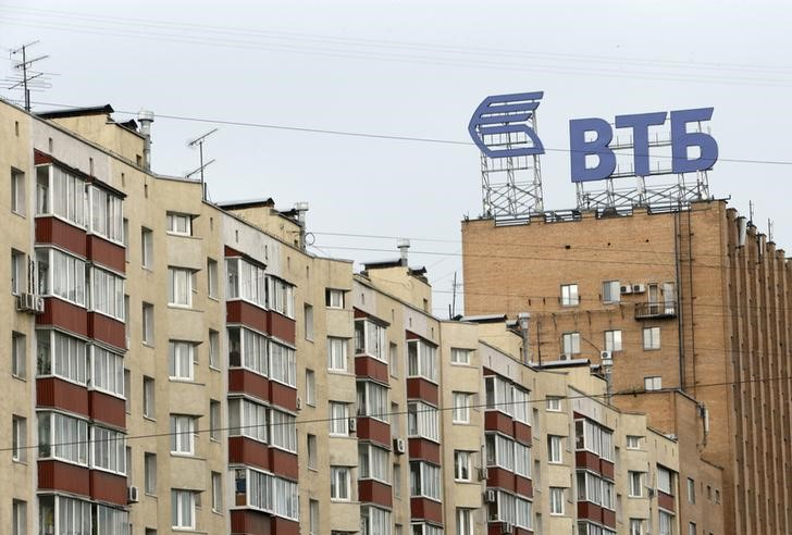 © Reuters.  ВТБ и Сбербанк повышают ставки по ипотеке