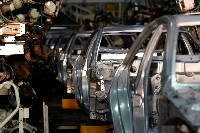 © Reuters. Japan government to work with carmakers, suppliers to minimize virus impact