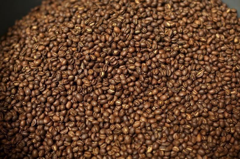 SOFTS-Arabica coffee rebounds, raw sugar climbs