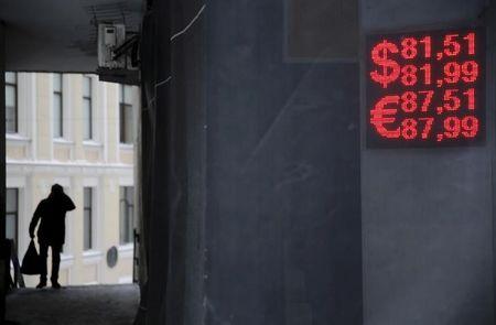 Рубль подрастает за аналогами перед слушаниями в Конгрессе США о санкциях