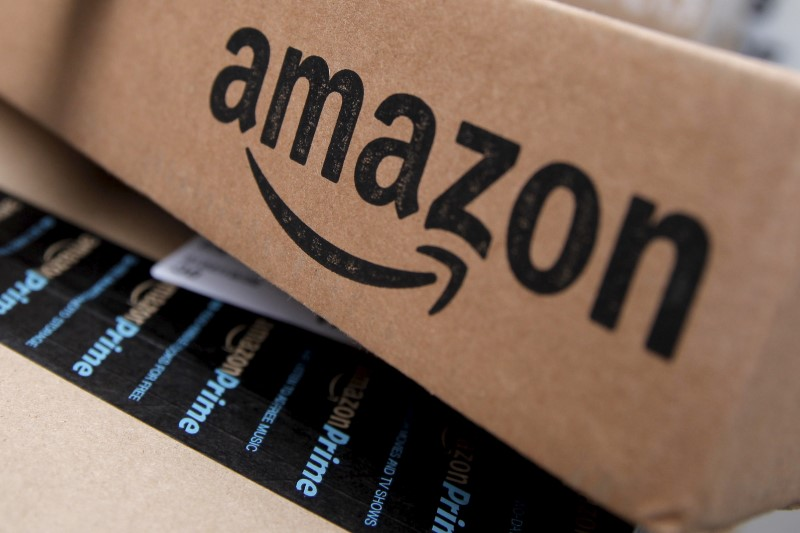 © Reuters.  Amazon discounting third-party products in hopes of a stronger holiday season