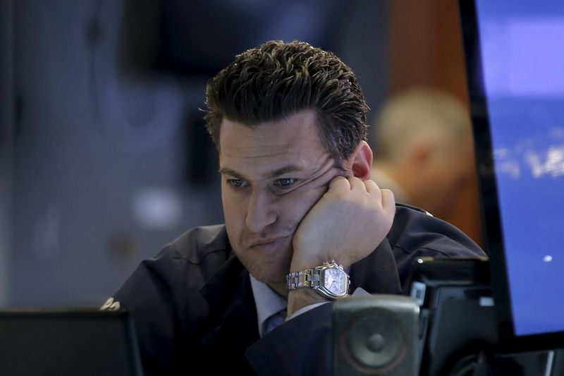 © Reuters. Stocks Tumble, Havens Gain on Rising Virus Concern: Markets Wrap