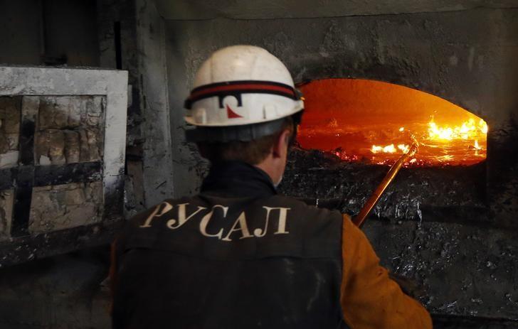 Reuters.  Акции UC Rusal начали снижаться после новостей о санкциях