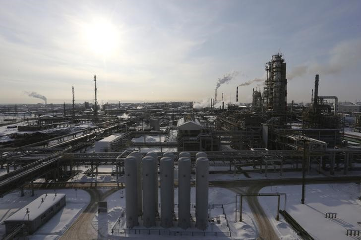 © Reuters.  Россия наращивает производство топлива в борьбе за долю на европейском рынке
