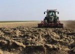 Drought and flooding rains hold back Australian farmer confidence