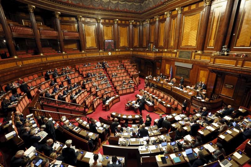 © Reuters.  Manovra, stop bollette 28 giorni, Senato vota emendamento Pd