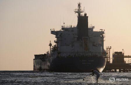 النفط يرتفع مدعوماً بإشارات على تعافي سوق العمل وآمال بحزمة تحفيز جديدة