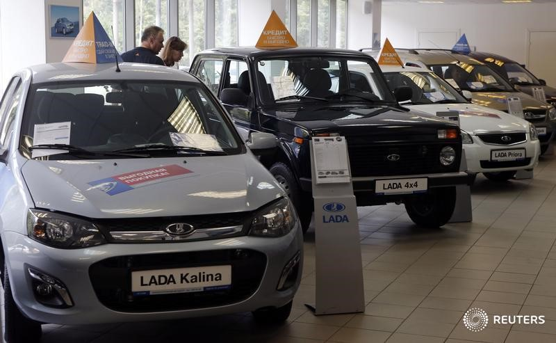 © Reuters.  Продажи новых авто в России в 2017 году выросли на 12% - АЕБ