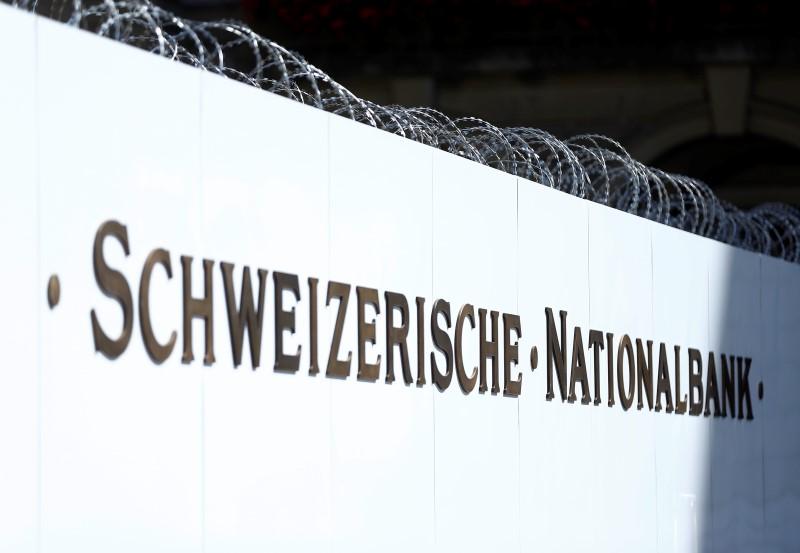 © Reuters.  SNB unterzeichnet Richtline für fairen und transparenten Devisenhandel