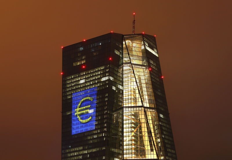 © Reuters.  ECB minutes show concern over strong euro
