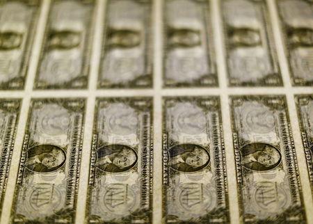 เงินดอลลาร์ยังคงโดนกดดัน ท่ามกลางความกังวลเรื่องการเมืองในสหรัฐฯ