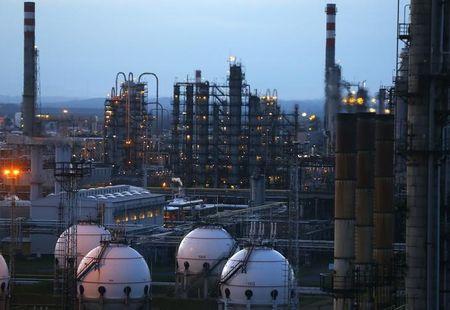 मध्य पूर्व  तनाव के कारण तेल की कीमतें बड़ी