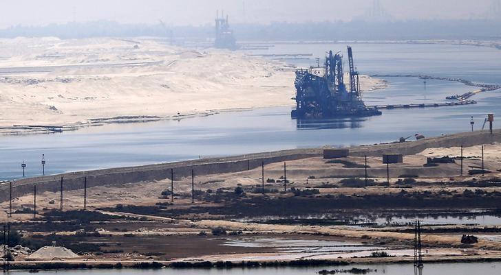 Перекрывший Суэцкий канал контейнеровоз снят смели