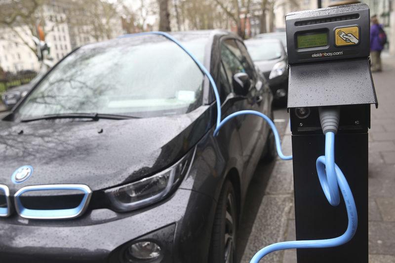 © Reuters.  Paris faz planos para ter só carros elétricos em circulação até 2030