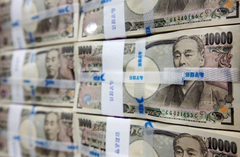 © Reuters.  Yen holds gains