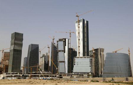 السعودية تصدر قرارا هاما بشأن تملك الأراضي والعقارات .. تعرف على الشروط