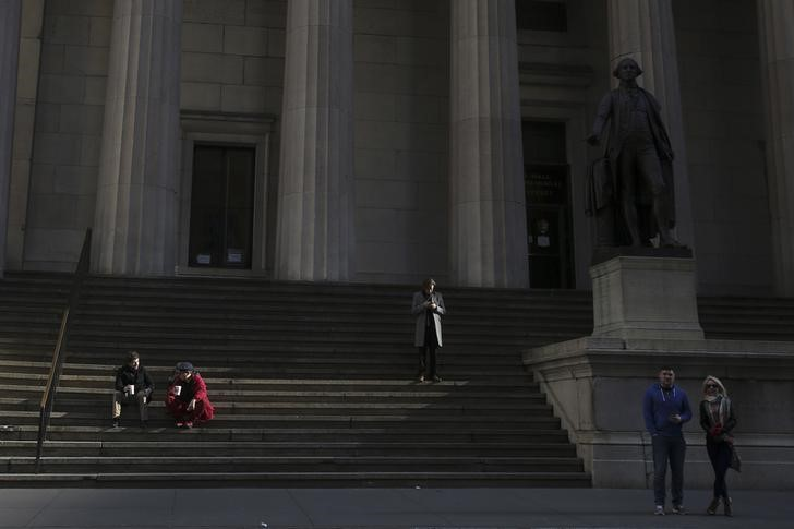 © Reuters.  U.S. stocks mixed at close of trade; Dow Jones Industrial Average down 0.03%