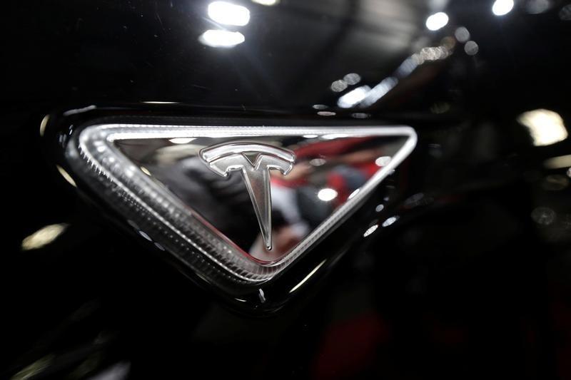 Tesla Slides on S&P 500 Debut By Investing.com