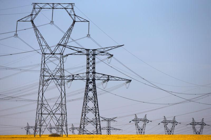 © Reuters.  Enka İnşaat'ın sahip olduğu Adapazarı ve Gebze doğalgaz kombine çevrim elektrik santrallerinde üretim durdu