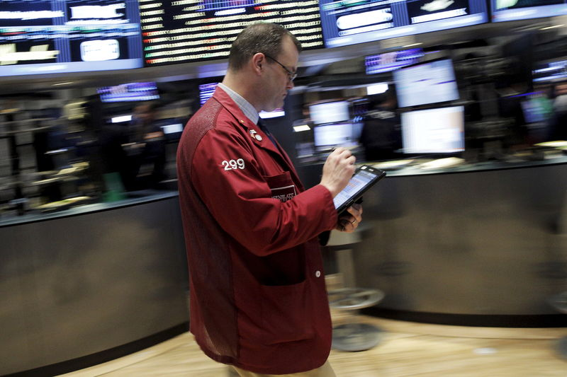 Stocks - Wall Street Ends Mixed as Trade Uncertainty Weighs