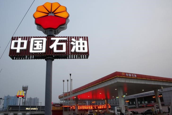 China Oil Titans Plan Joint Crude Buying to Add Bargaining Power