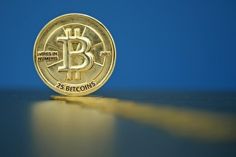 © Reuters.  German Bank Boosts Bitcoin — Negative Interest Rates Hit Every Account