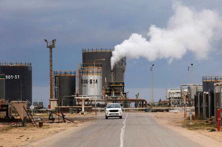 El petróleo, al alza ante el plan de Arabia Saudí de recortar la producción