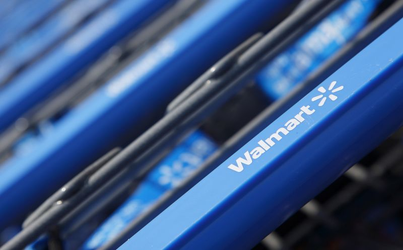 © Reuters. Walmart Stock Falls 4%