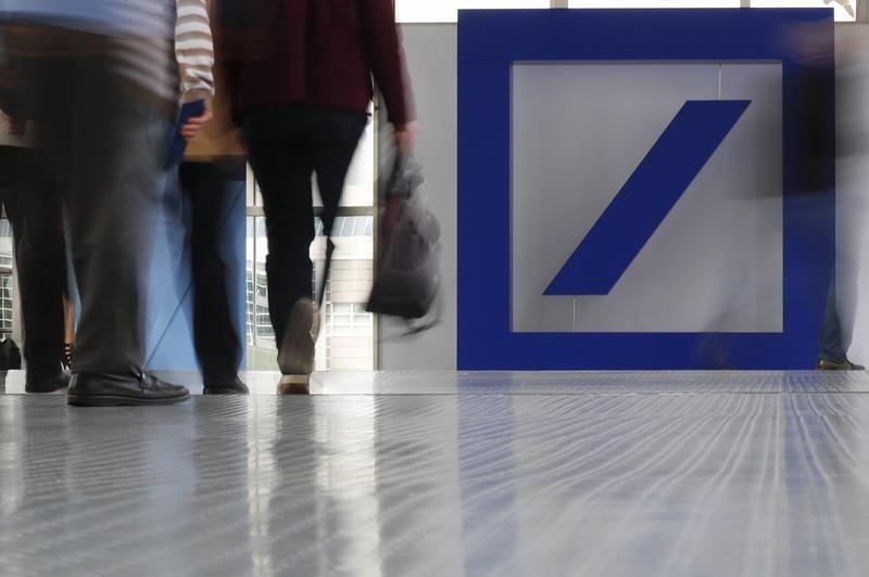 © Reuters.  Bce chiede a Deutsche Bank simulazione costi liquidazione attività trading