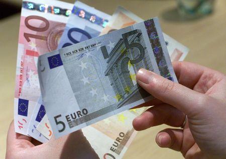 France, Italy Drag Euro-Area Economy to Worst Quarter Since 2013
