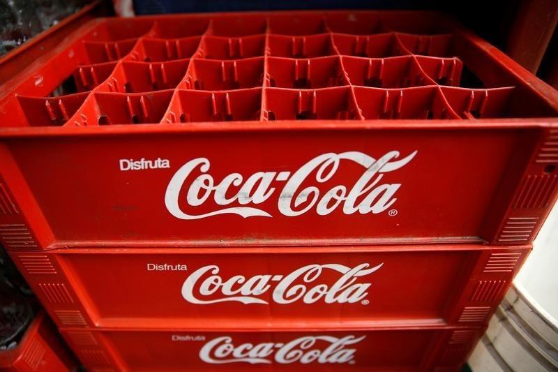 © Reuters. Coca-Cola Earnings inline, Revenue Beats In Q4