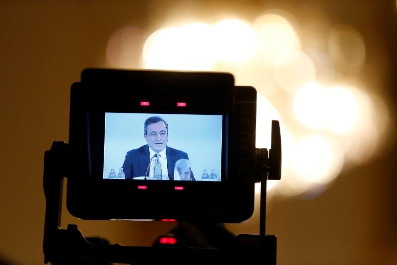 © Reuters.  El BCE ha ampliado el QE hasta final de año, pero reduce a la mitad su cuantía mensual