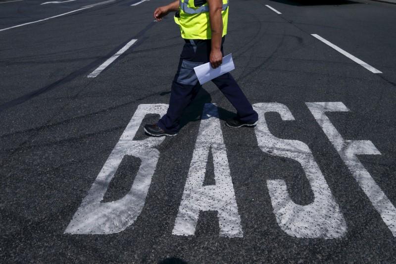 © Reuters.  BASF kauft Crop-Science-Geschäfte von Bayer für 5,9 Milliarden Euro