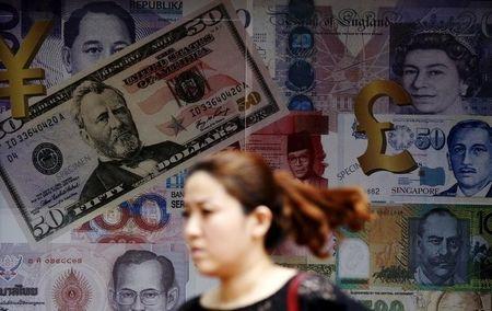 CÂMBIO-Dólar encerra em alta contra o real após país registrar deflação em setembro