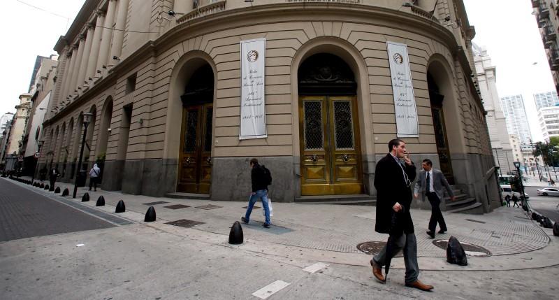 © Reuters.  Bolsa de Buenos Aires: Merval fecha praticamente estável