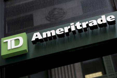 Stocks - Stars, Lennar Rise in Premarket; Ameritrade Falls Further
