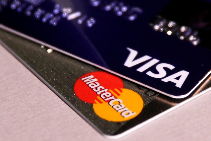 © Reuters.  Иностранцы, оплачивая картами покупки в России, потратили в 1-м полугодии 144 млрд руб.