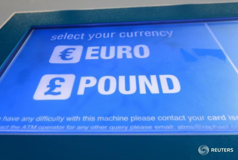 © Reuters.  Forex - EUR/GBP turun semasa sesi Eropah