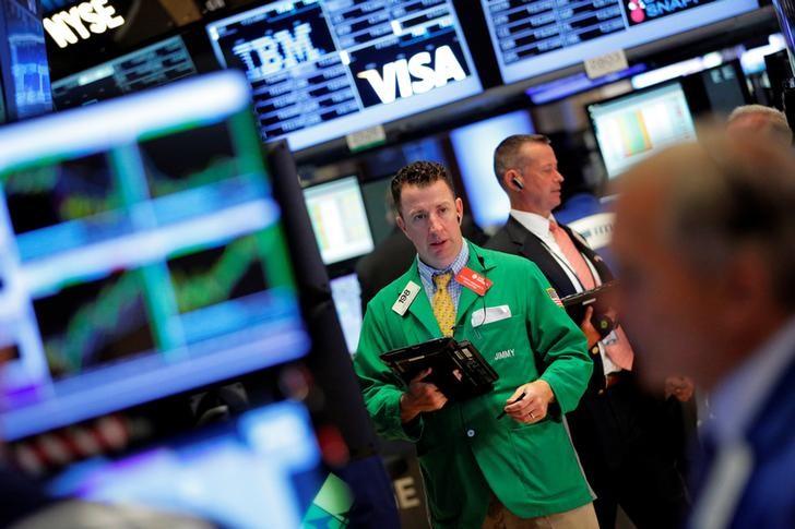 © Reuters.  Wall Street sube moderadamente pero acuerdo comercial no cumple expectativas