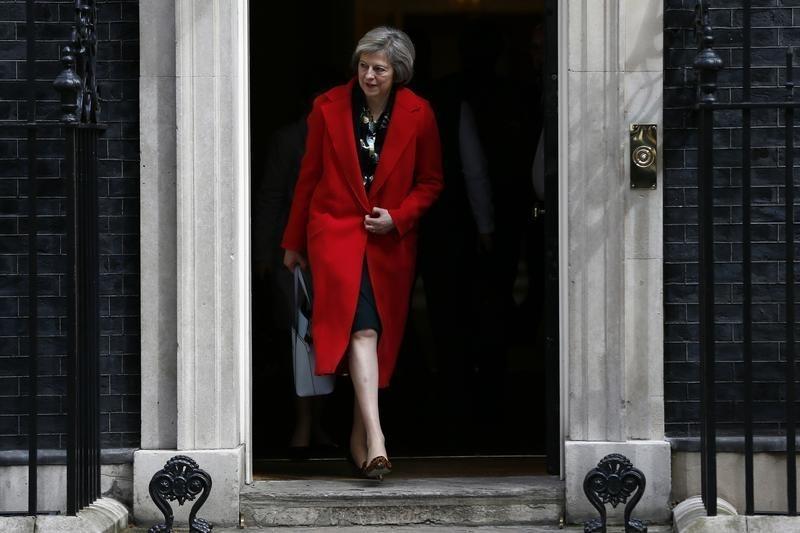 © Reuters.  Премьер-министр Великобритании Тереза Мэй объявила о досрочных парламентских выборах