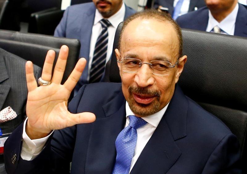 © Reuters.  Заявления представителей ОПЕК поддержали упавшие вчера цены на нефть