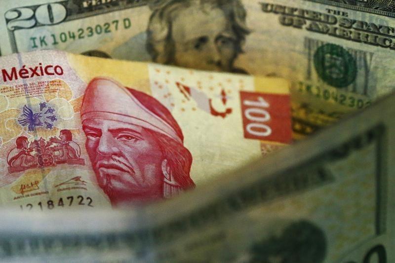 © Reuters.  Peso mexicano cae por aversión global al riesgo por situación en Turquía