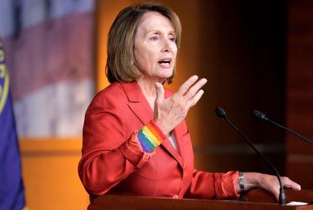 عاجل: رئيسة مجلس النواب تمنح إدارة ترامب 48 ساعة للموافقة على حزمة التحفيز